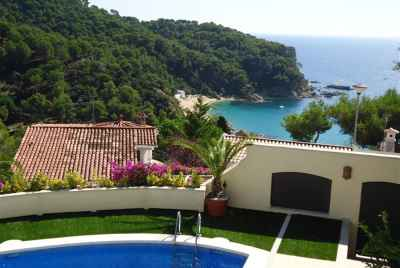 Great house with pool and garden in Lloret de Mar.